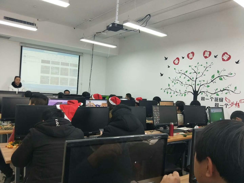 郑州华人电脑学校-学生上课