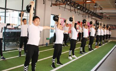 昆明567go健身教练万博网页版登录学校-学生上课