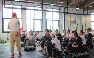 重庆567go健身教练龙8国际注册学校-学生上课